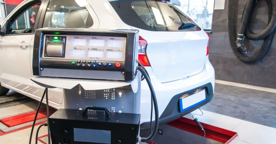 car diagnostic exhaust gas measurement at diagnostic station