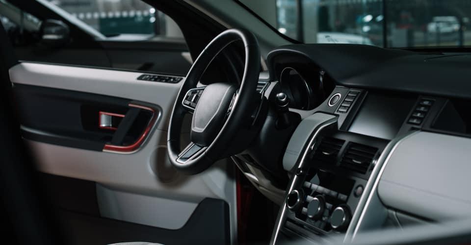 steering wheel near manual transmission