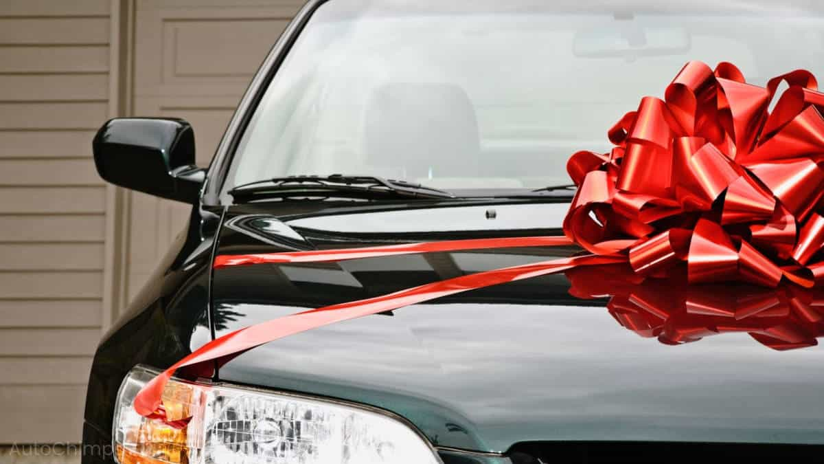 car with huge ribbon