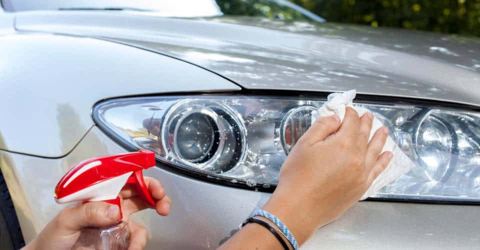cleaning and polishing car headlights