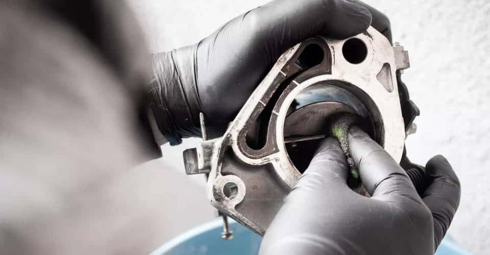 cleaning throttle body