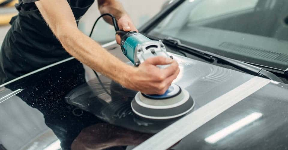 using polishing machine on car